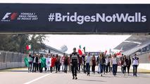 Pilotos mexicanos apoiam campanha contra muro de Trump
