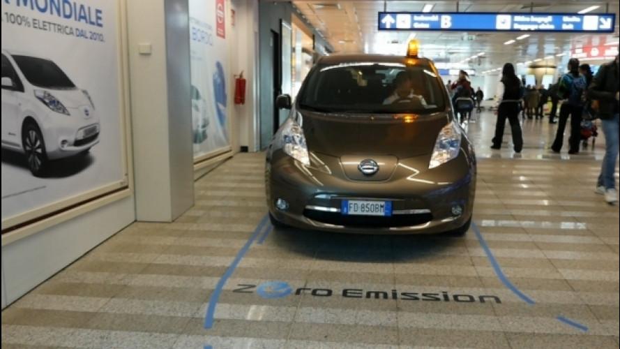 Una Nissan Leaf in aeroporto, serve da shuttle