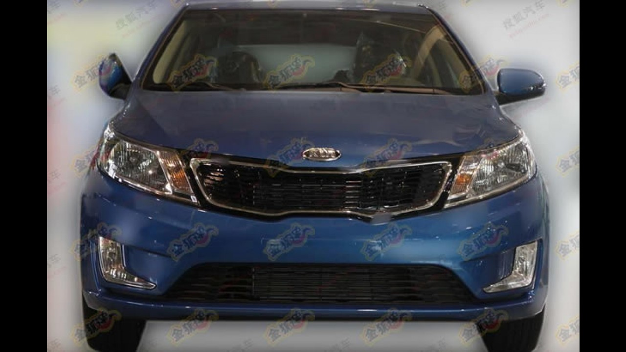 Kia K2 Hatch é flagrado sem disfarces na China