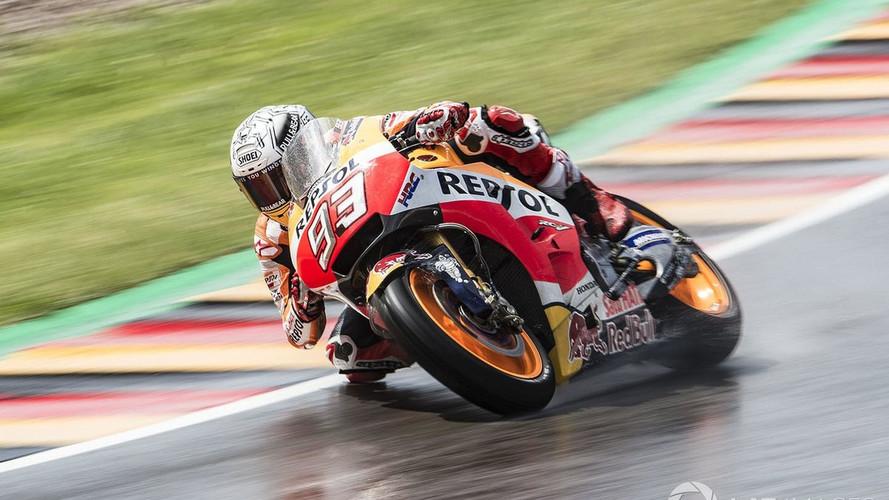 Márquez se lleva la pole de MotoGP en Alemania tras engancharse con Viñales
