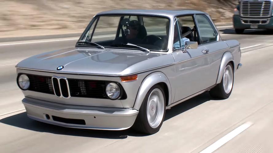 Jay Leno nos muestra un BMW 2002 con un motor de M3 bajo el capó