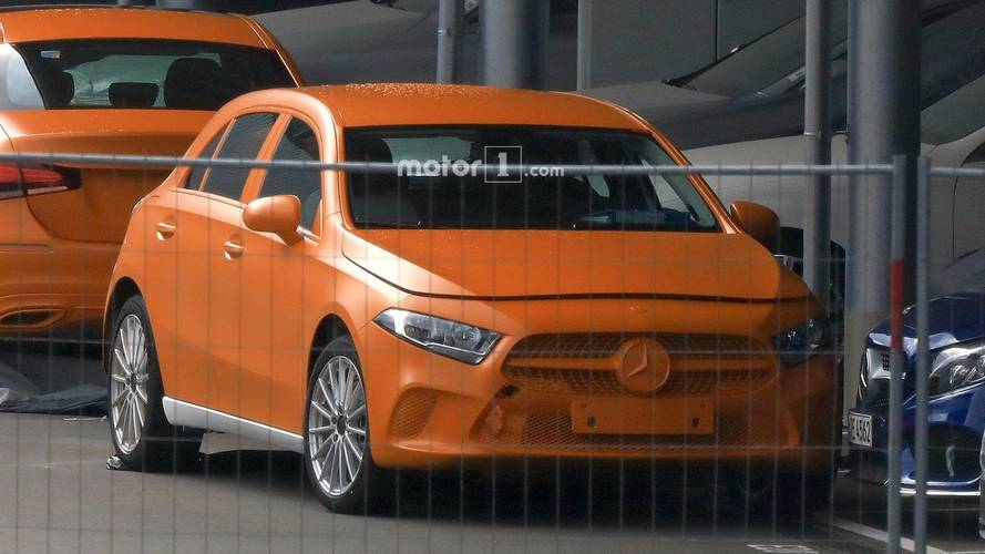 Photos espion - La nouvelle Mercedes Classe A sans camouflage !