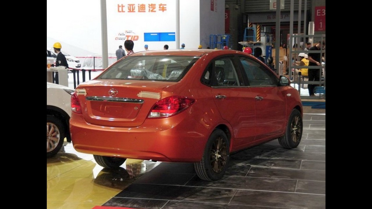 China: sedã compacto JAC A20 é clicado antes da apresentação