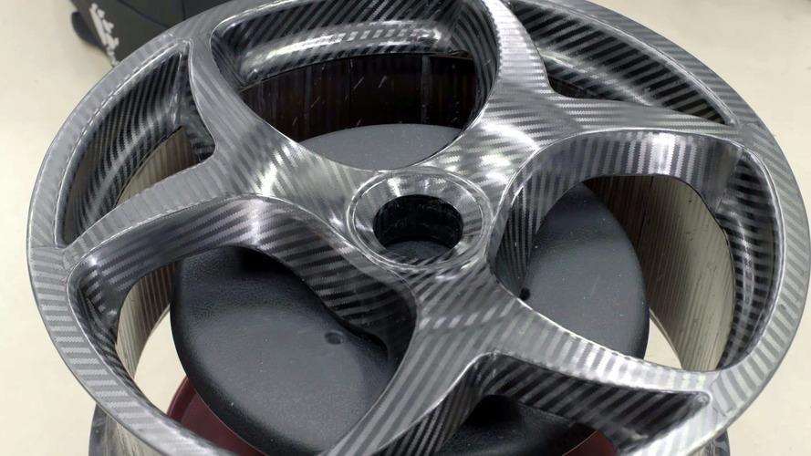 Koenigsegg'in yeni karbon fiber jant tasarımının ayrıntıları