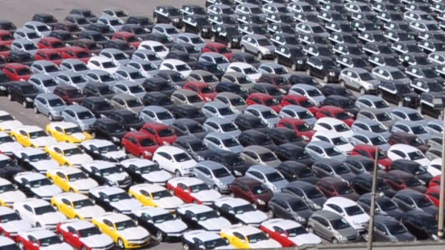 Restrição brasileira a veículos argentinos lota pátio de porto no RS