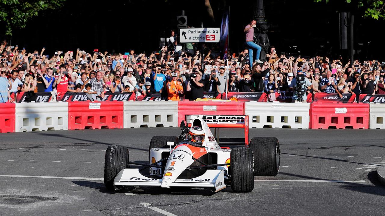 Stoffel Vandoorne dirige o McLaren MP4/6