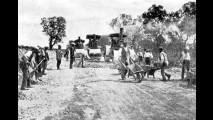 Operai al lavoro sulla statale Salentina