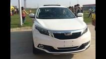 Divisão de luxo da Chery: fotos revelam interior do SUV Qoros 5