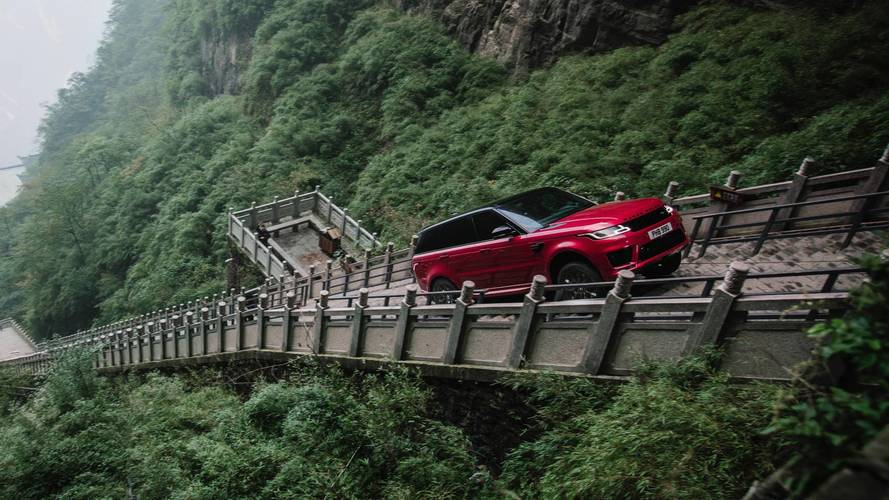 Watch this Range Rover Sport PHEV climb 999 stairs