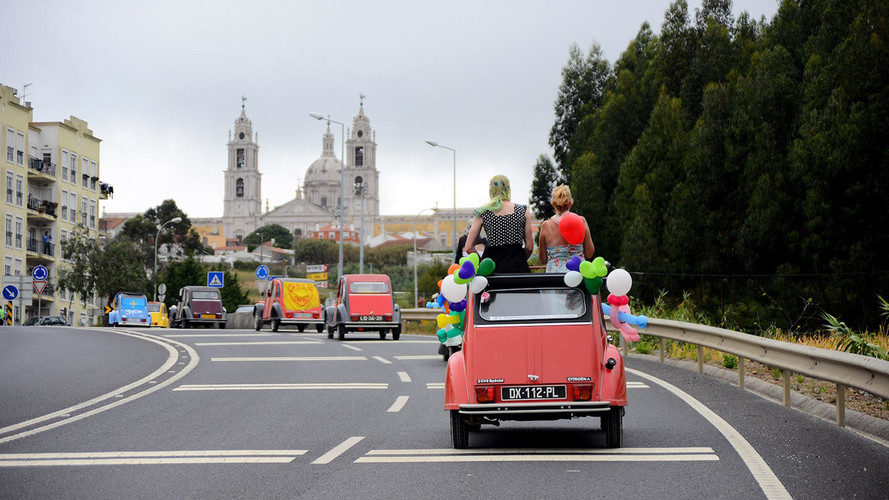 2.000 Citroën 2CV se reúnen en Portugal
