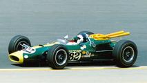 Jim Clark - Sus números en Fórmula 1 se sumaron a su impresionante victoria en Indianápolis en 1965, un evento donde también terminó segundo en dos ocasiones (1963 y 1966), todas con Lotus. Disputó tres veces las 24 Horas de Le Mans, y su mejor resultado fue un tercer lugar en 1960 al volante de un Aston Martin DBR1 con el inglés Roy Salvadori como compañero.  Photo by: Indianapolis Motor Speedway