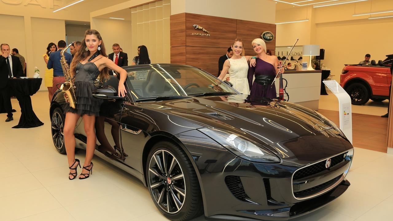 Borusan Oto Adana – Mersin Jaguar  Land Rover yeni konsept showroom