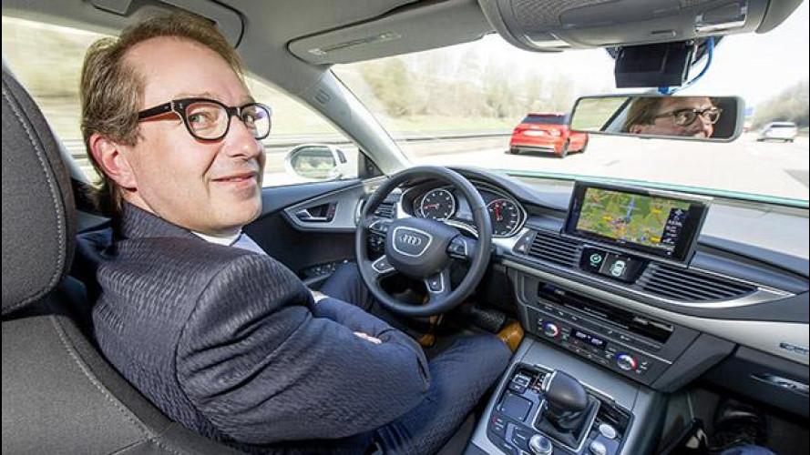 Auto a guida autonoma: il ministro tedesco in autostrada senza mani