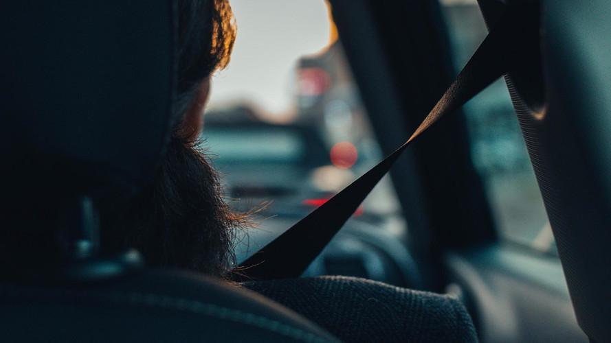Az autósok egy jelentős része továbbra sem szereti bekötni magát vezetés közben