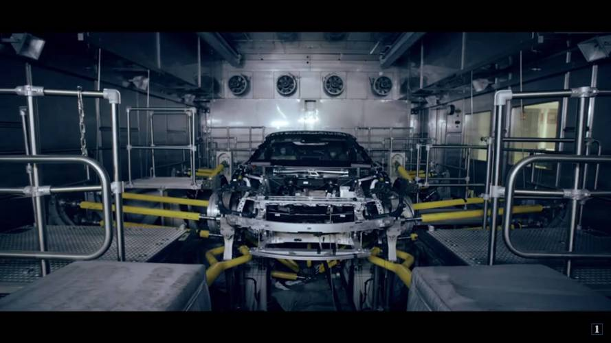 Újabb videón promózza i8 Roadster modelljét a BMW