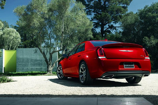 2015 Chrysler 300 Gets a Bold Styling Punch