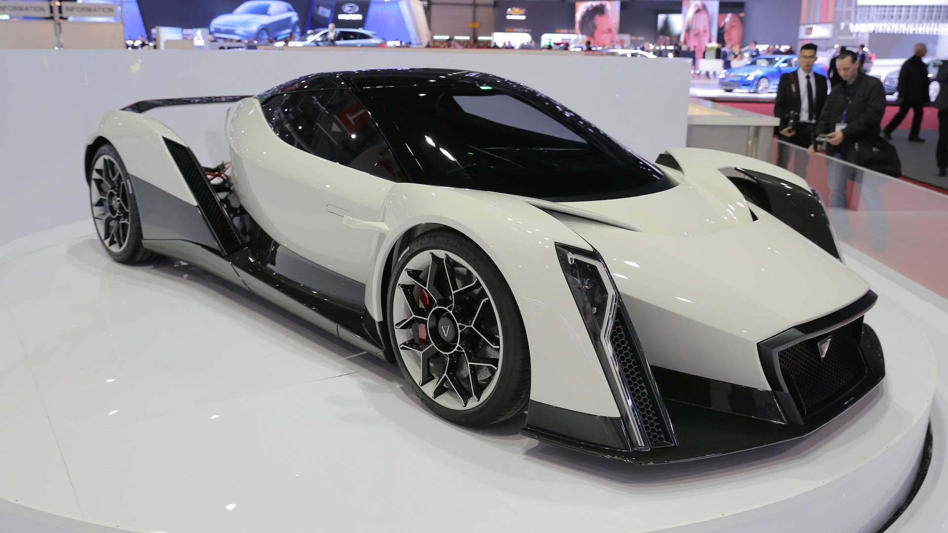 dendrobium ev concept looks wild in geneva 0 60 mph in 2 7 sec. Black Bedroom Furniture Sets. Home Design Ideas