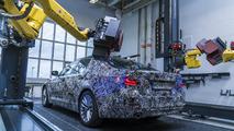 2017 BMW 5 Serisi'nin prototipi kalite için 3D robotlarla yapılıyor