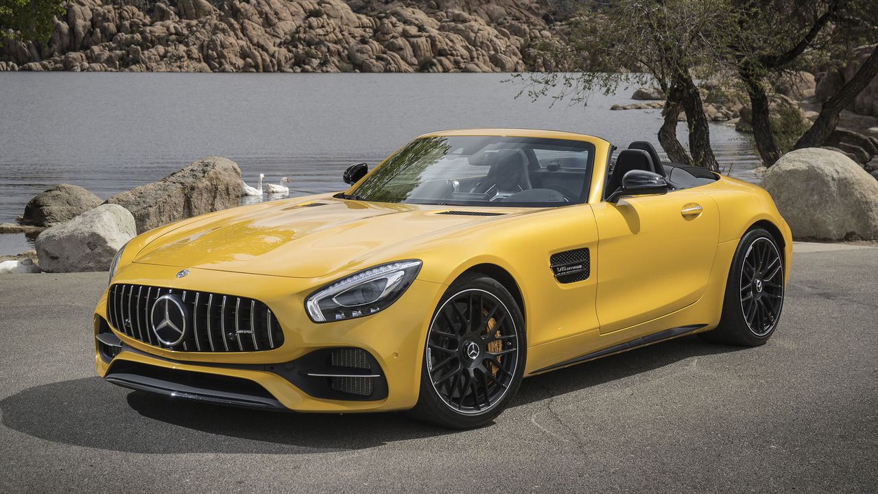 2018 mercedes amg gt roadster first drive a sexy summons to drive hard. Black Bedroom Furniture Sets. Home Design Ideas