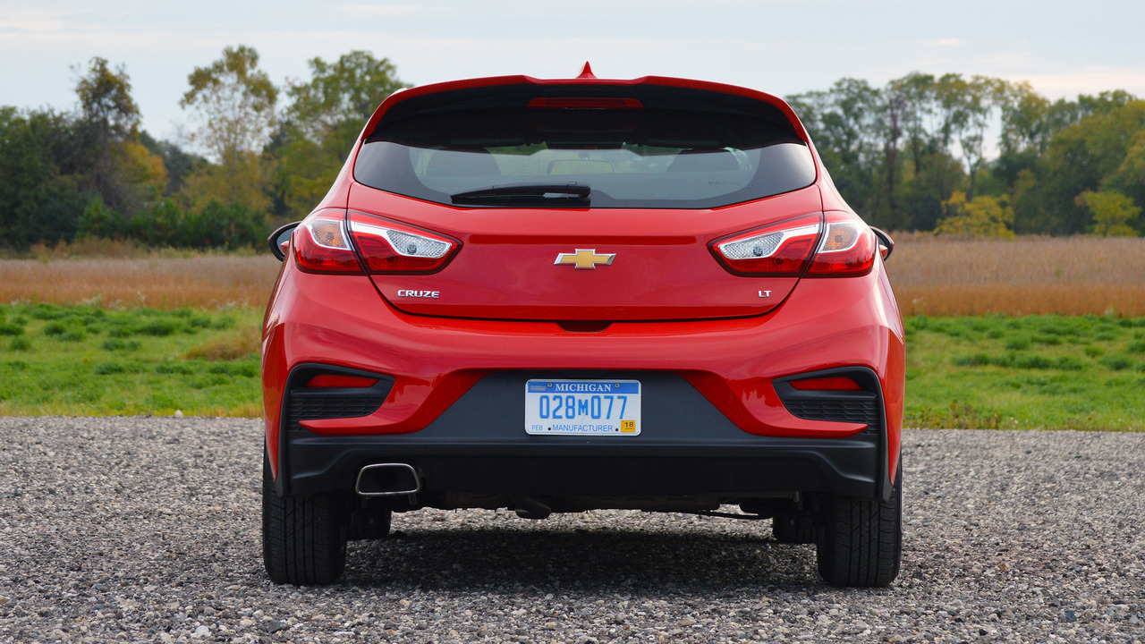 review  chevy cruze hatchback