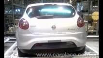 Novo Fiat Bravo já está no Brasil - Novo modelo foi flagrado em aeroporto de SP