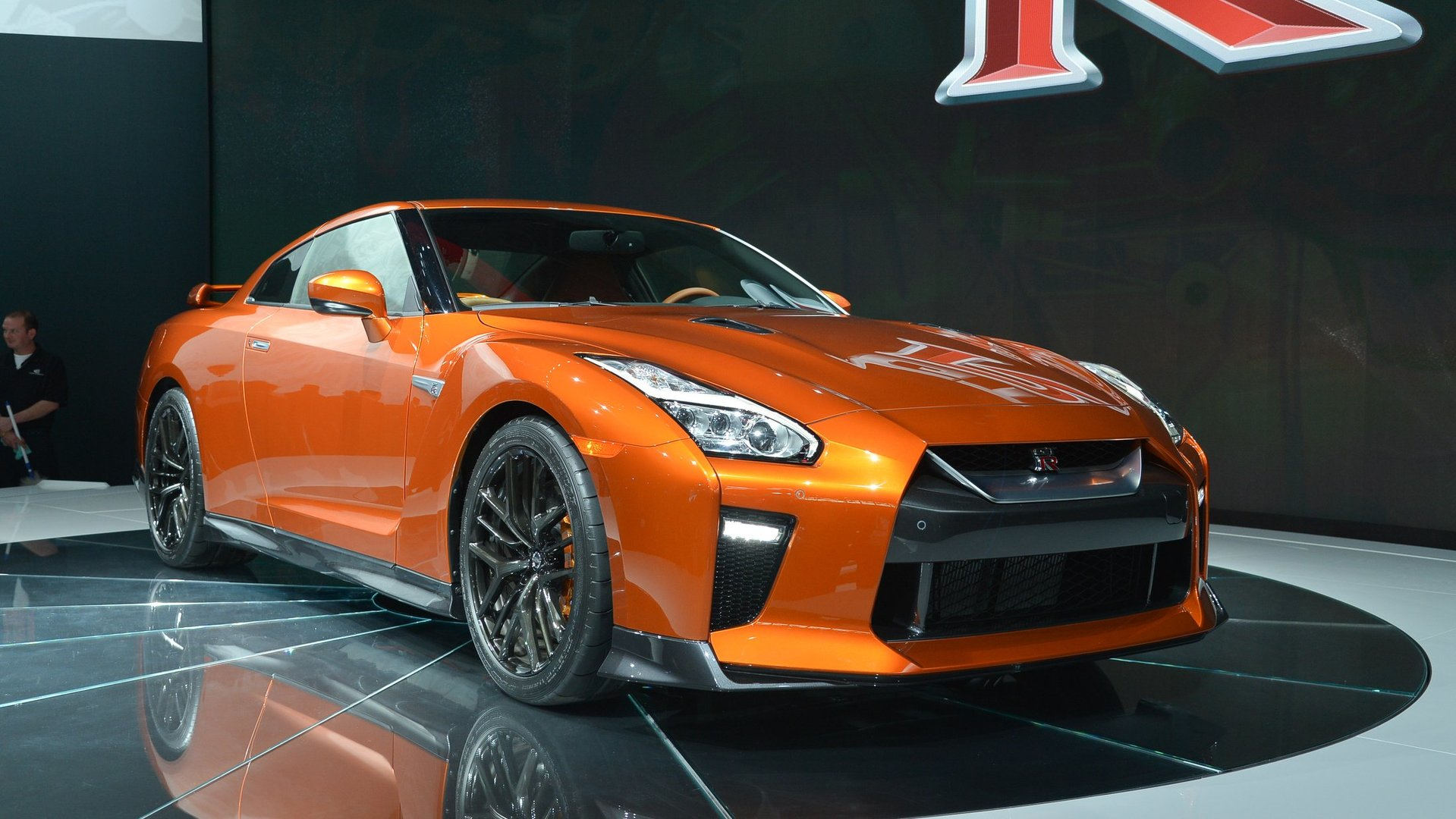 2017 nissan gt r races into new york with 565 hp. Black Bedroom Furniture Sets. Home Design Ideas
