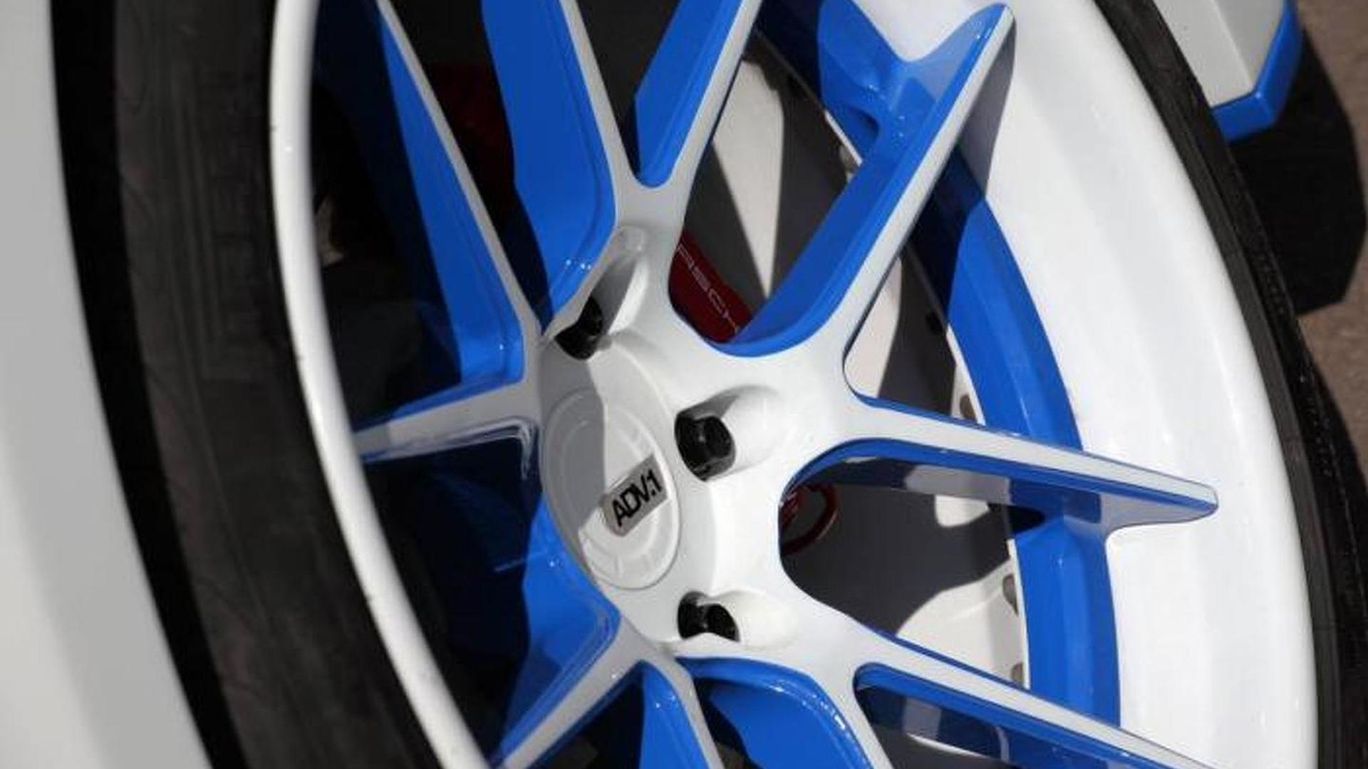 Сине-белые диски ADV.1 Wheels