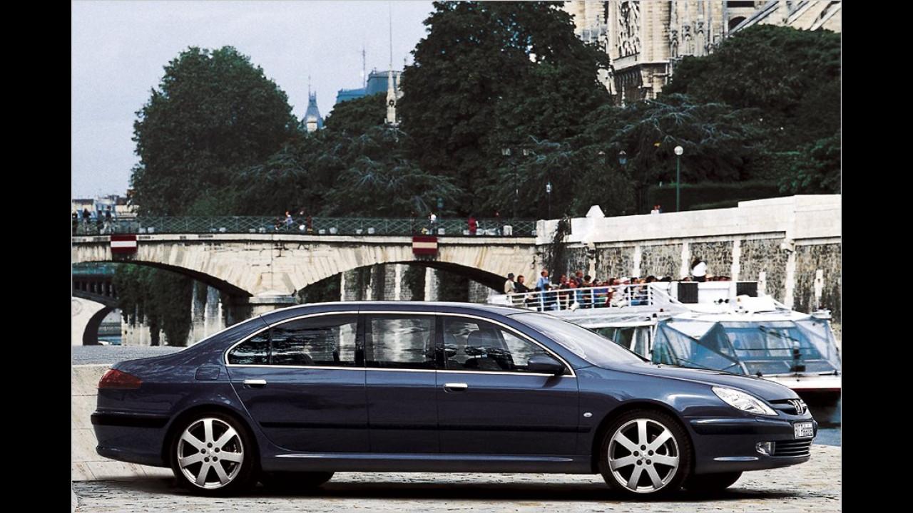 Der gerade abgelöste Präsident Sarkozy fuhr bei seiner Amtseinführung im Jahr 2007 mit einem Peugeot 607 Paladine.