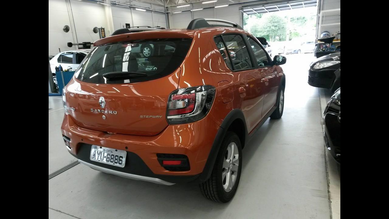 Flagra: novo Sandero Stepway 2015 aparece sem disfarces antes do Salão do Automóvel
