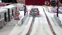 Oyuncak arabaların kış rallisi