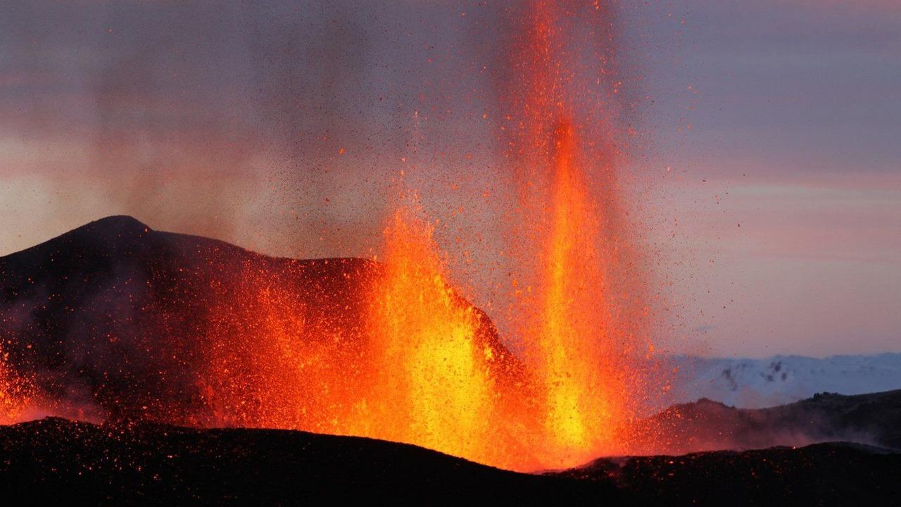 Toyota Hilux, Iceland's Eyjafallajokull volcano, 19.04.2010