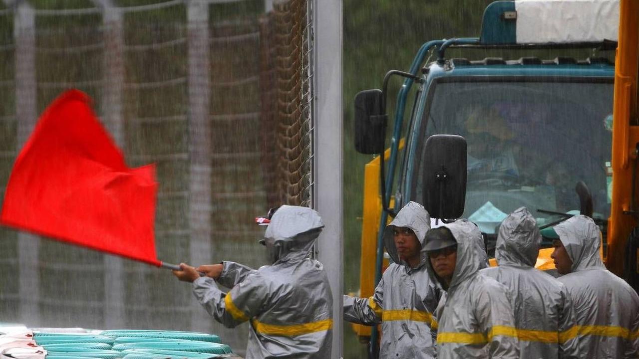 Session was red flagged, Malaysian Grand Prix, Saturday Qualifying, 03.04.2010 Kuala Lumpur, Malaysia