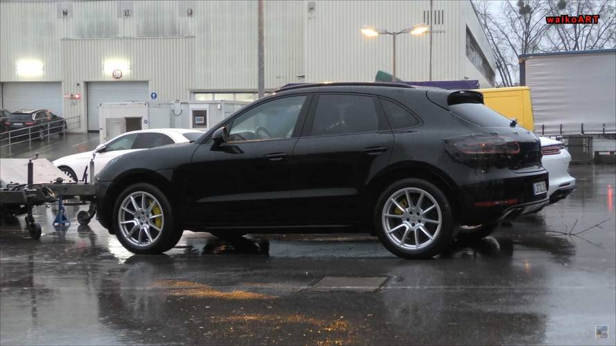Makyajlı Porsche Macan hafif kamuflajla görüldü