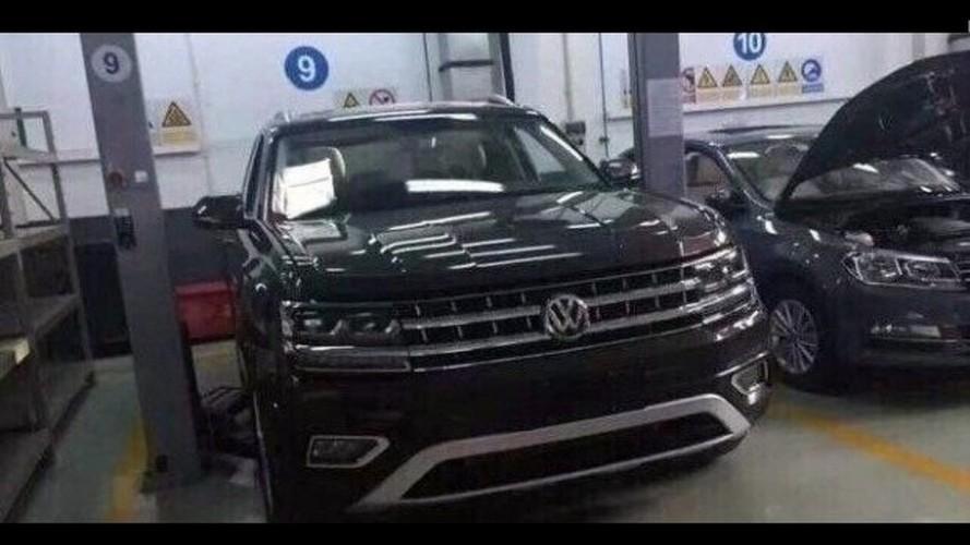 Flagra: versão de produção do CrossBlue, Volkswagen Teramont aparece