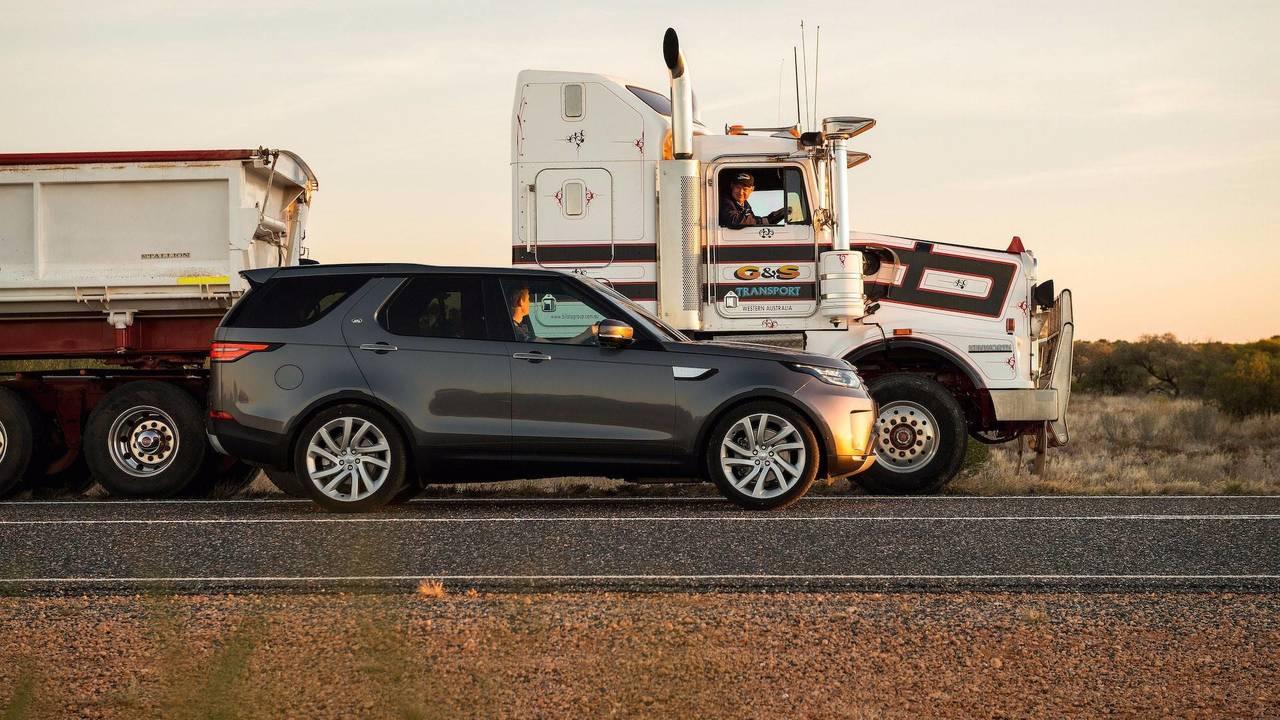 2018 Land Rover Discovery Motor1 Com Photos