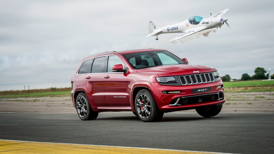 Vidéo - Le Jeep Grand Cherokee SRT se mesure à... un avion !