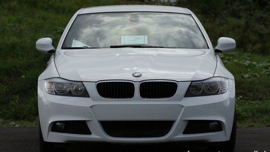 First Examples of BMW 3-Series Facelift Arrive in Dealerships