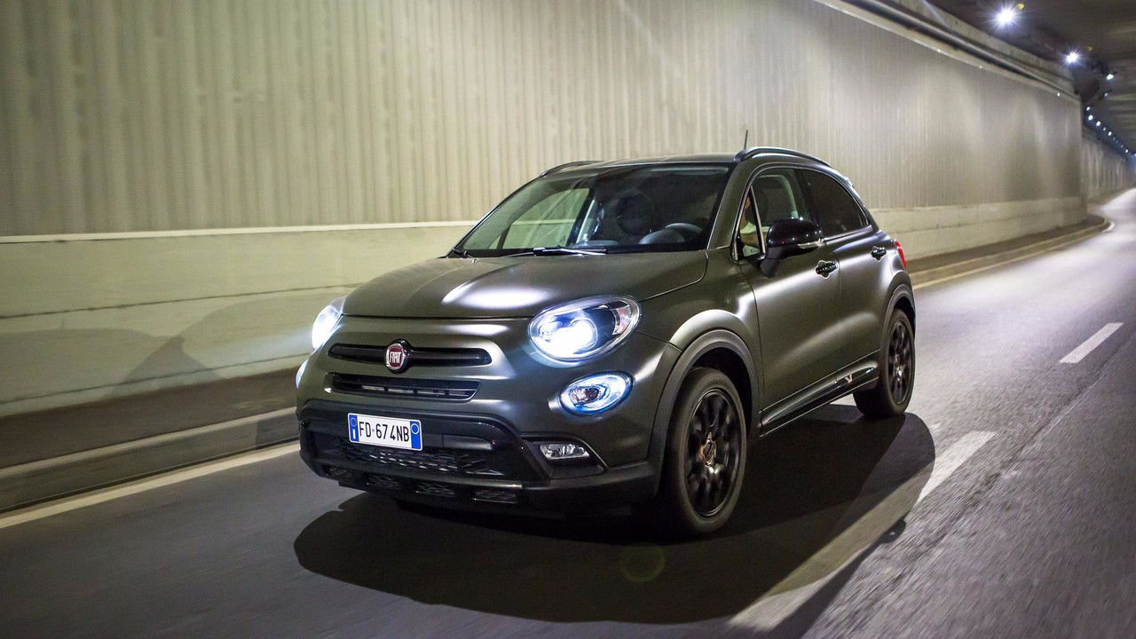 la famille de la fiat 500x s 39 agrandit. Black Bedroom Furniture Sets. Home Design Ideas