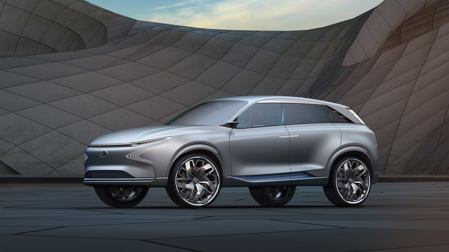 Hyundai'in FE Fuel Cell Concept'i hidrojenle 800 km gidebiliyor