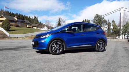 Primera prueba Opel Ampera-e 2017: autonomía asombrosa y precio aceptable