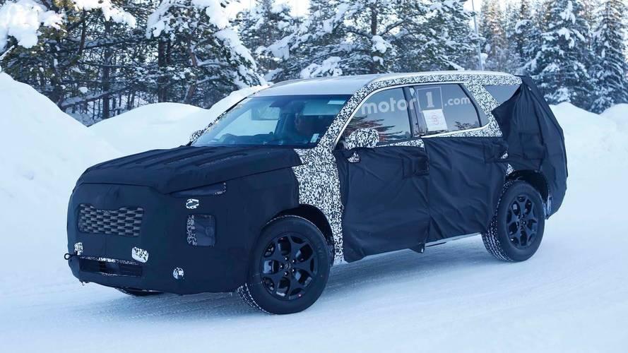 New Hyundai Eight-Passenger SUV Spied In The Wild