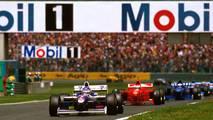 Jacques Villeneuve, Williams FW19 Renault,  Michael Schumacher, Ferrari F310B y Olivier Panis, Prost JS45 Mugen Honda