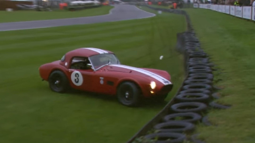 1963 model AC Cobra Goodwood'da kaza yaptı