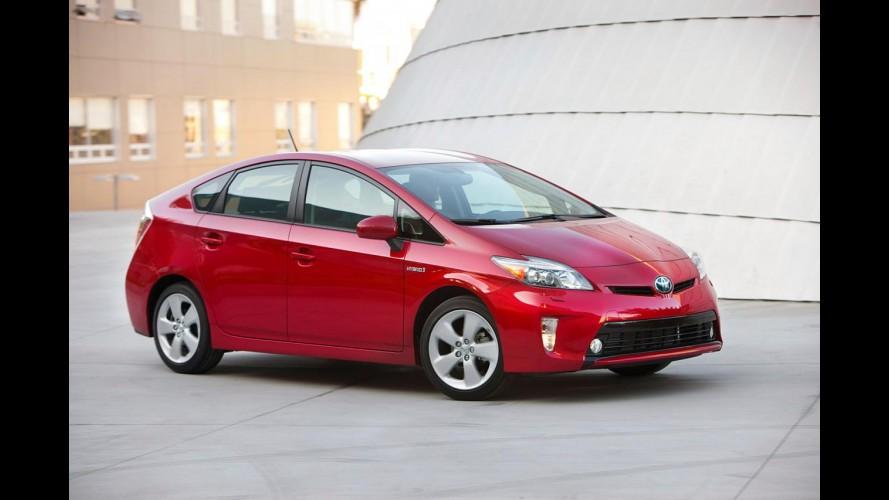 Toyota promove pequenas mudanças visuais na linha 2012 do Prius nos Estados Unidos