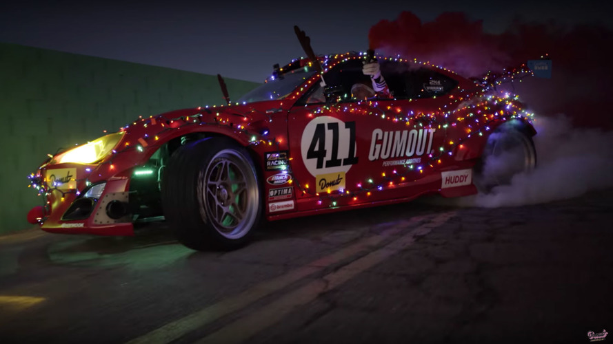Le père Noël roule en GT86 à moteur Ferrari !