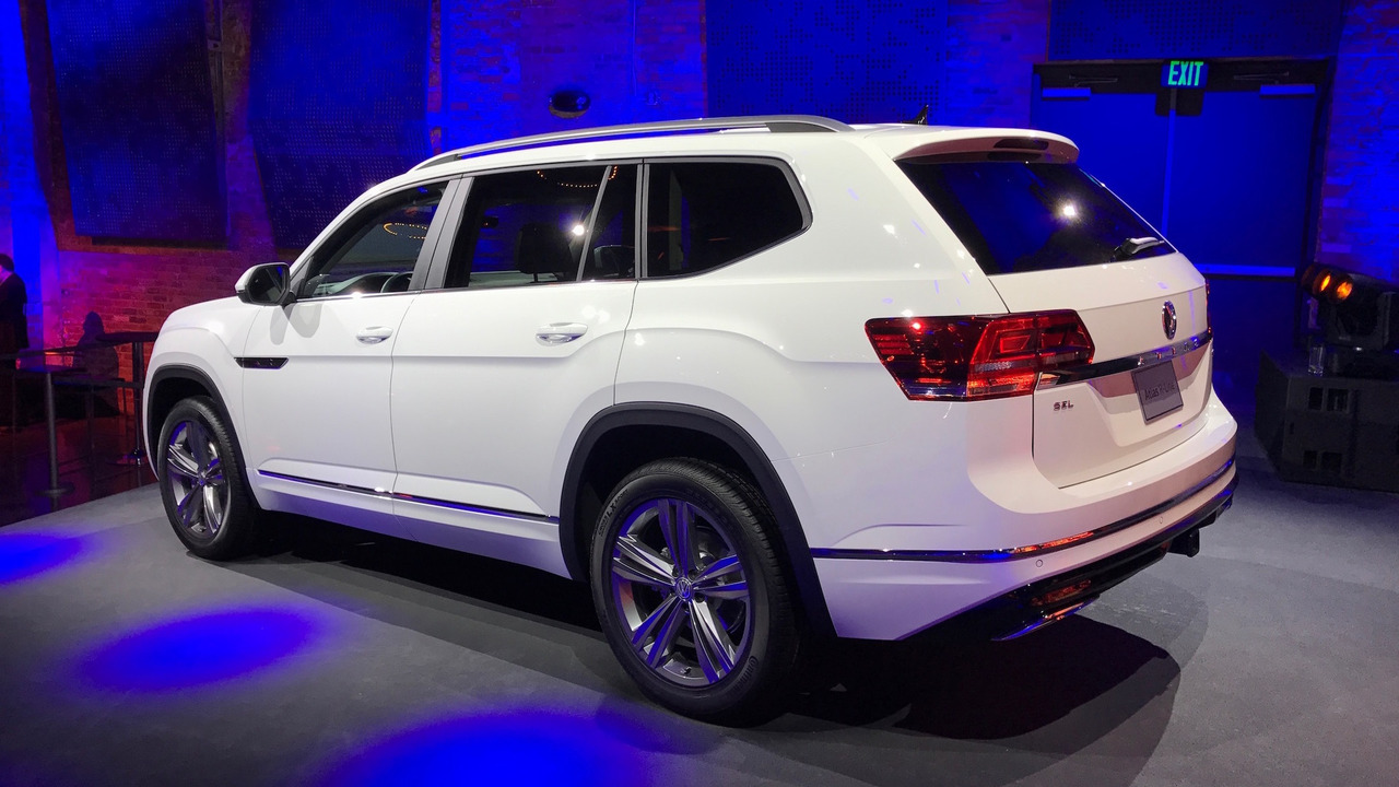 vw atlas   shows  sporty side  detroit