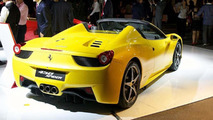 Ferrari 458 Spider unveiled in Tokyo by Alonso and Massa [video]