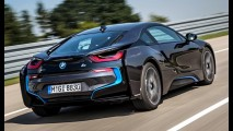 O futuro chegou! BMW cria garagem com painel solar para i3 e i8