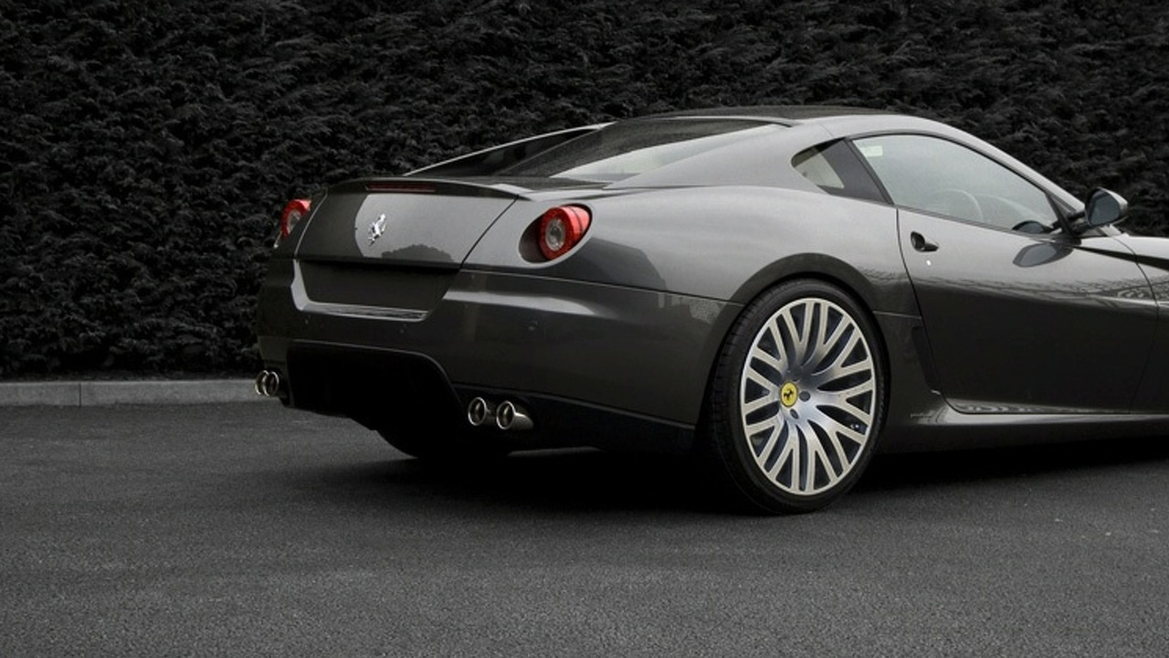 Ferrari 599 GTB with Kahn Design F1-X Carbon wheels