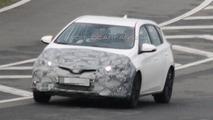 Toyota Auris facelift spy photo